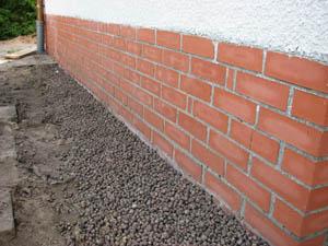 eramzyt ma bardzo dobre właściwości izolacyjne, co sprawdza się m.in. przy izolacji ścian piwnic