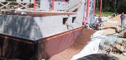Keramzyt ma bardzo dobre właściwości izolacyjne, co sprawdza się m.in. przy izolacji ścian piwnic